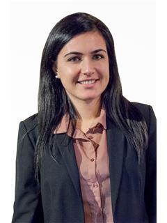 Marika Flores