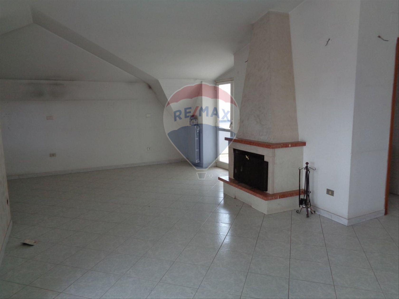 Appartamento Cesa, CE Affitto