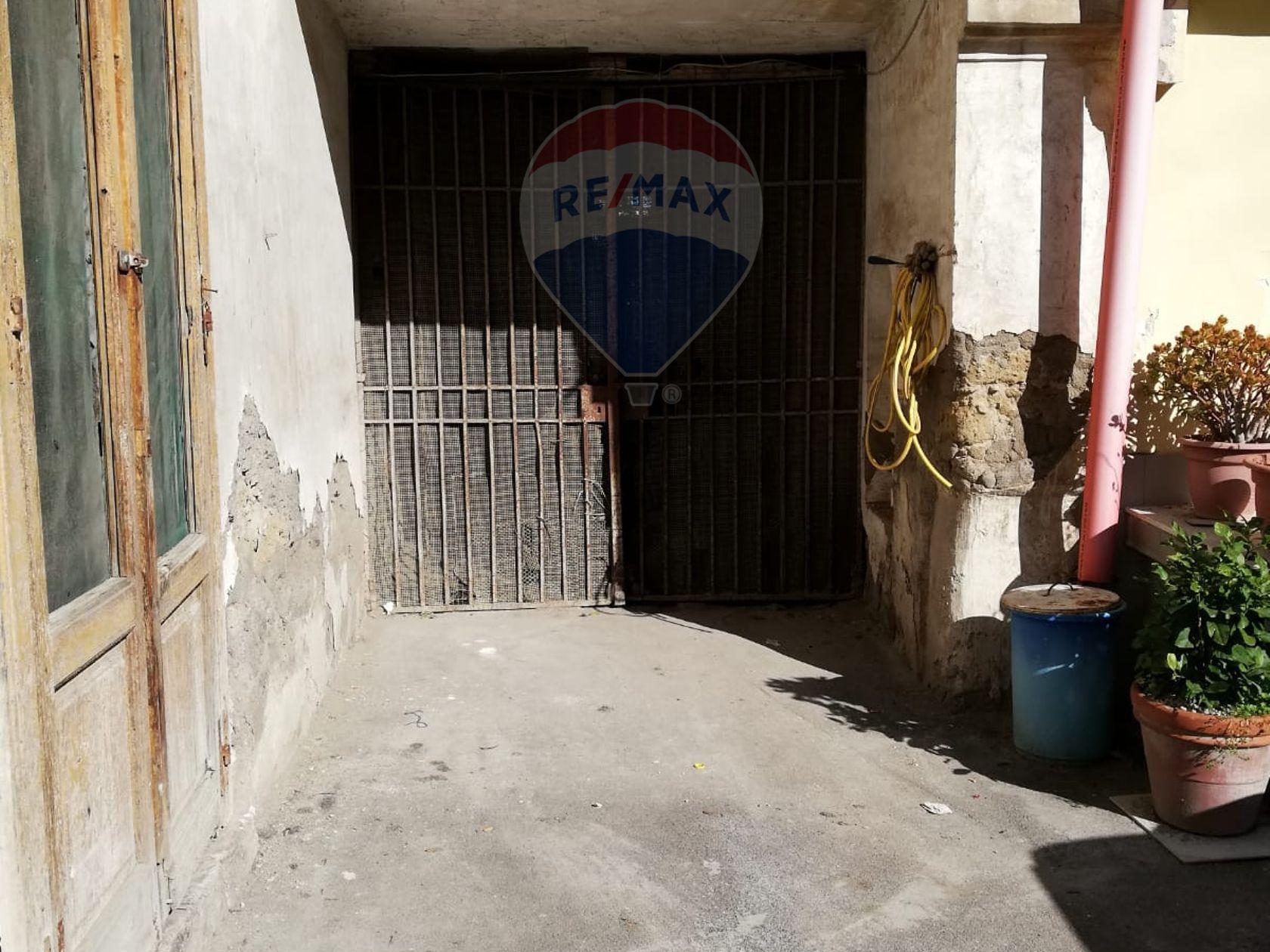 Commerciale Altro Zona Piazza Castello, Afragola, NA Vendita