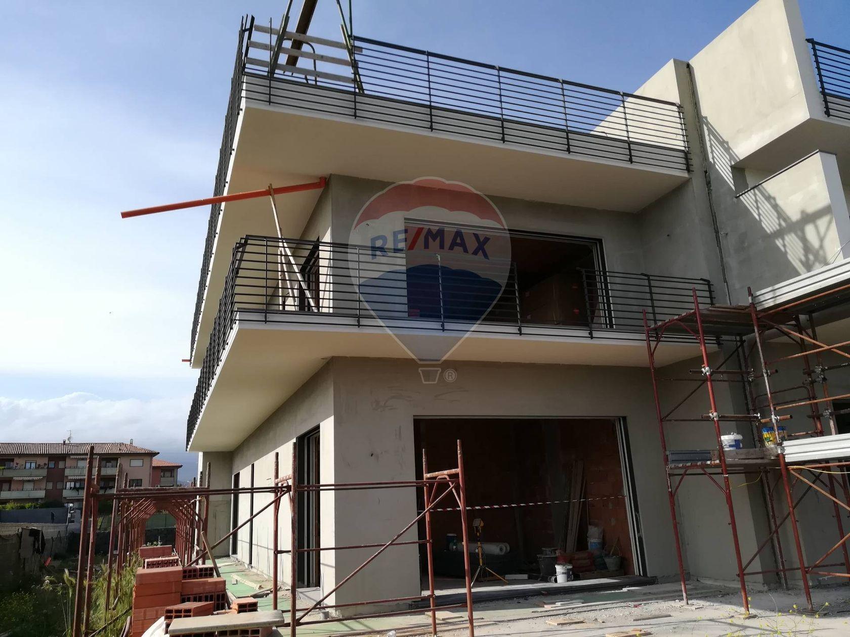 Villa a schiera San Giovanni la Punta, CT Vendita