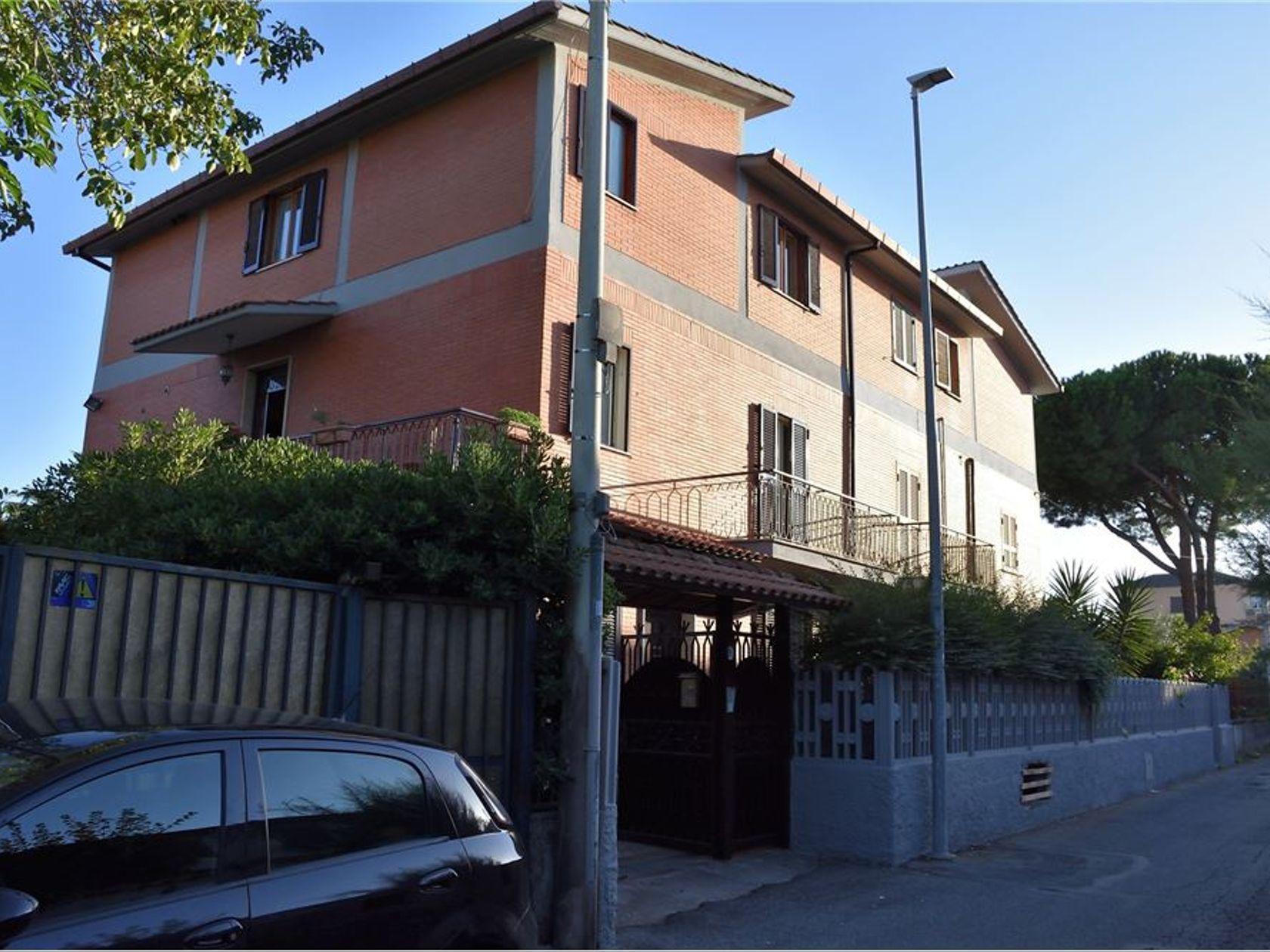 Casa Semindipendente Morena, Roma, RM Vendita