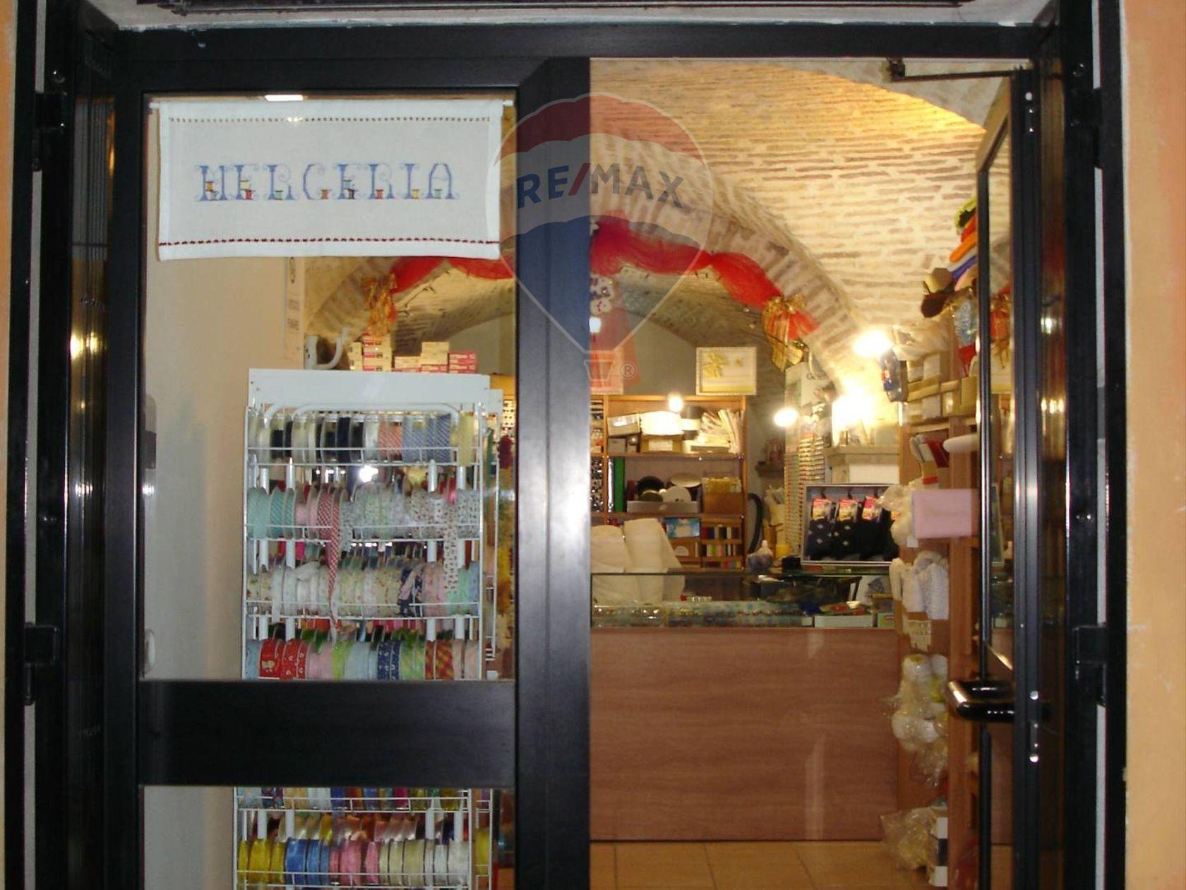 Locale Commerciale Centro storico, Chieti, CH Vendita