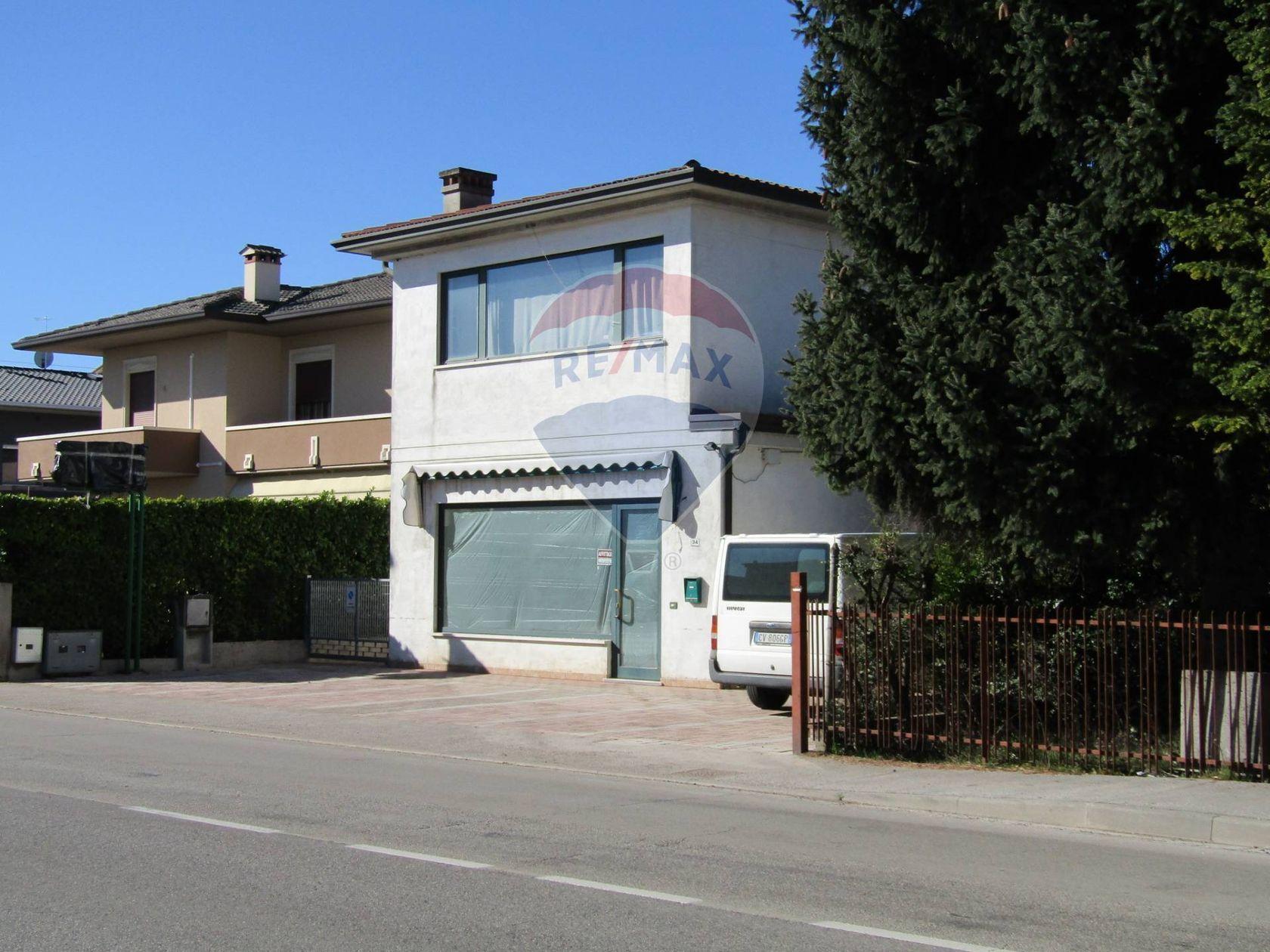 Locale commerciale in affitto montecchio precalcino for Affitto commerciale