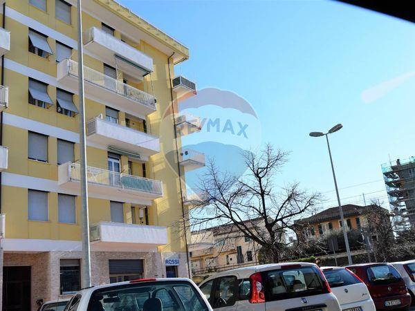 Lavagna vendita case e immobili re max for Case lavagna vendita